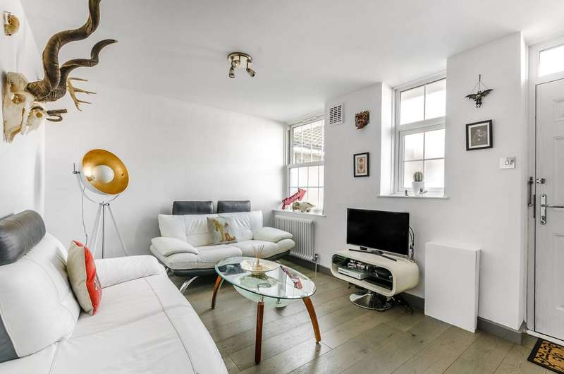 2 Bedrooms Flat for sale in Abbey Court, Wendell Park, W12