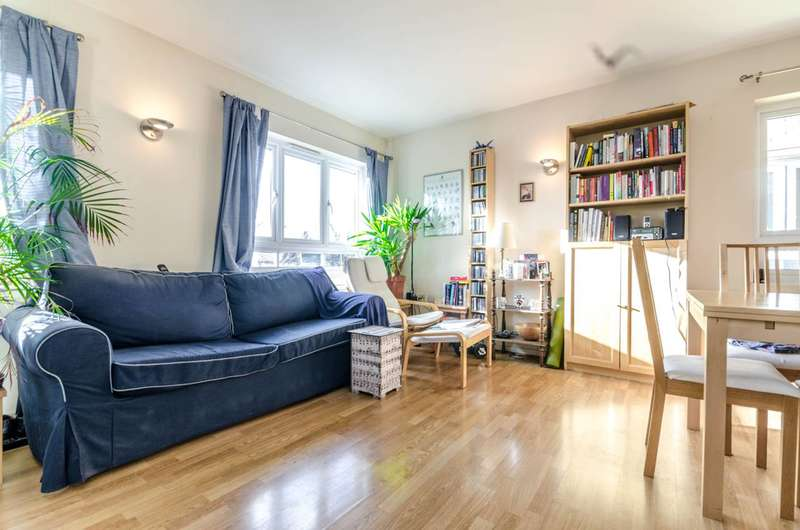 2 Bedrooms Flat for sale in Viridian Court, Feltham, TW13