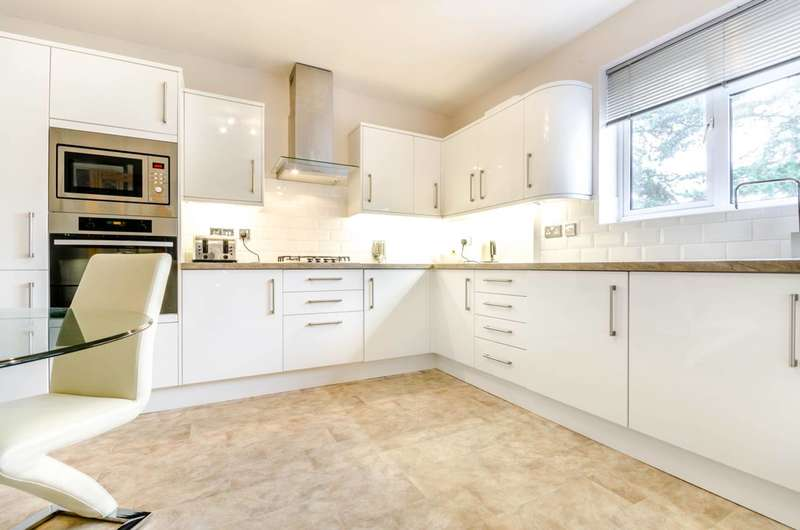 2 Bedrooms Flat for sale in Lindfield Gardens, Guildford, GU1