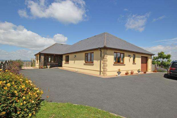 3 Bedrooms Bungalow for sale in Nantycaws, Carmarthen , Carmarthenshire