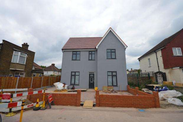 4 Bedrooms Detached House for sale in Marston Avenue, Dagenham, RM10