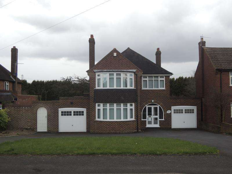 3 Bedrooms Detached House for rent in Wood Lane, Streetly, B74 3LS