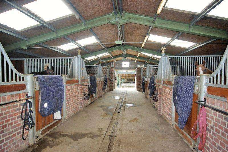 3 Bedrooms Equestrian Facility Character Property for sale in Sandhill Lane, Crawley