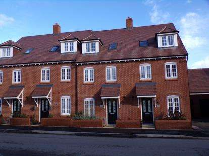 4 Bedrooms Terraced House for sale in Danegeld Avenue, Great Denham, Bedford, Bedfordshire