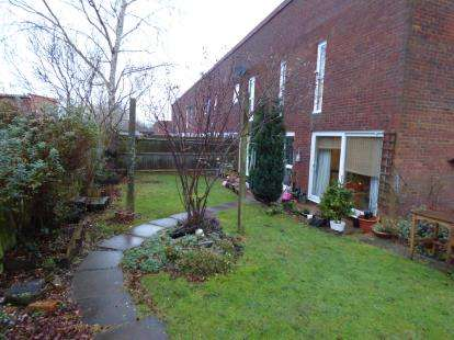 4 Bedrooms Terraced House for sale in Horners Croft, Wolverton, Milton Keynes, Buckinghamshire