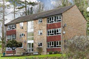 2 Bedrooms Flat for sale in Gladeside Court, Succombs Hill, Warlingham, Surrey