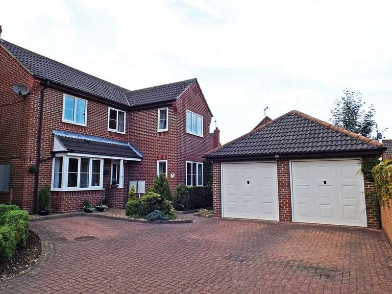 4 Bedrooms Detached House for sale in Honeysuckle Close, North Walsham, Norfolk, NR28