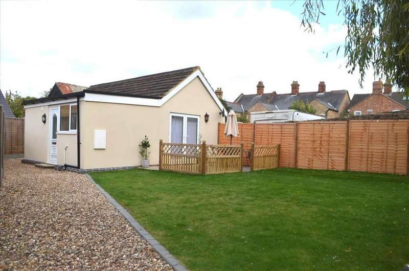 1 Bedroom Detached Bungalow for sale in Sun Street, Biggleswade, SG18