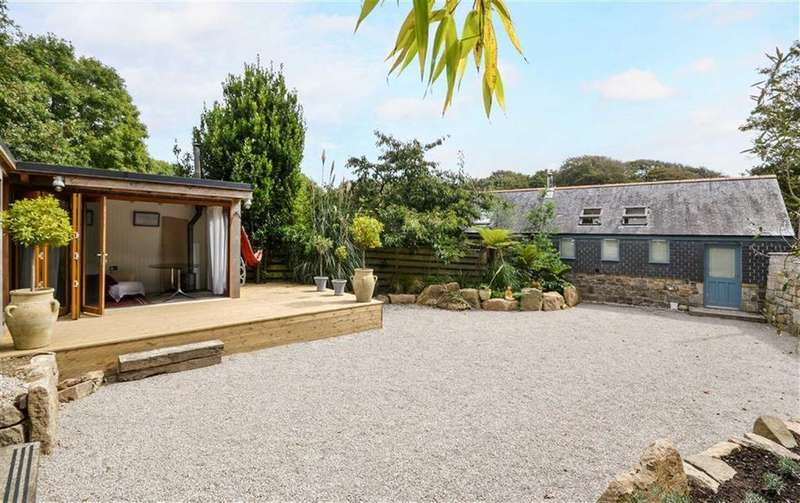3 Bedrooms Semi Detached House for sale in Trereife, Penzance, Cornwall, TR20