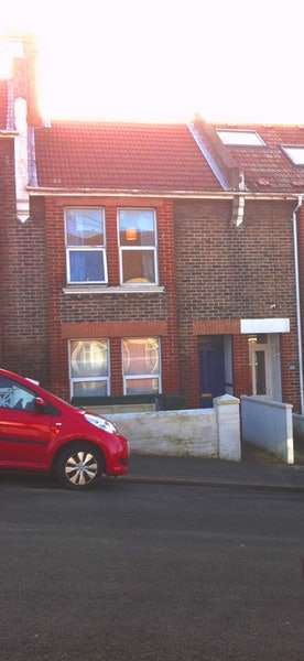 4 Bedrooms Terraced House for rent in Ladysmith Road, Brighton, East Sussex, BN2