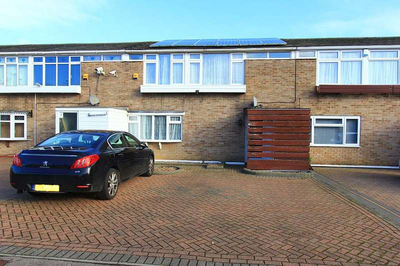 4 Bedrooms Terraced House for sale in Falstones, Basildon, Essex, SS15 5DX