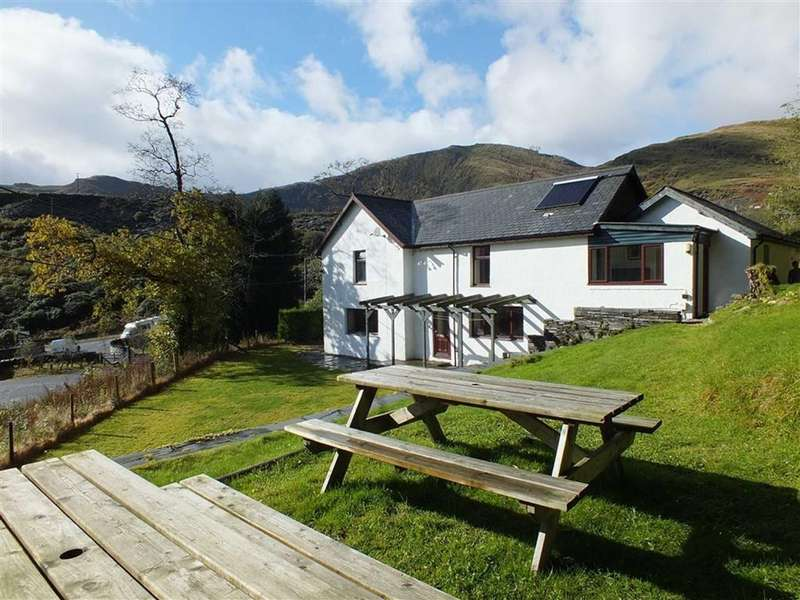 5 Bedrooms Cottage House for sale in Blaenau Ffestiniog