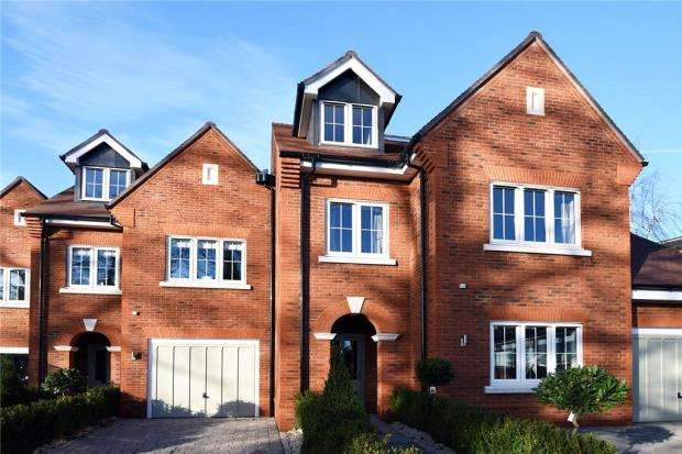 4 Bedrooms Terraced House for sale in Cliddesden Road, Basingstoke, Hampshire