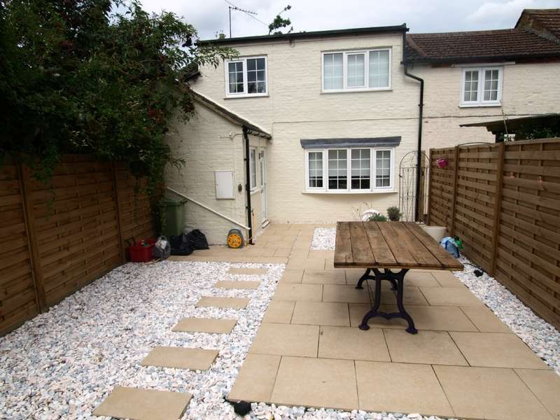 2 Bedrooms End Of Terrace House for sale in Chandos Court, Newport Pagnell, Buckinghamshire