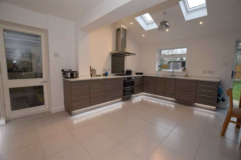 3 Bedrooms Link Detached House for sale in Hollycroft, Molrams Lane, Great Baddow, Chelmsford