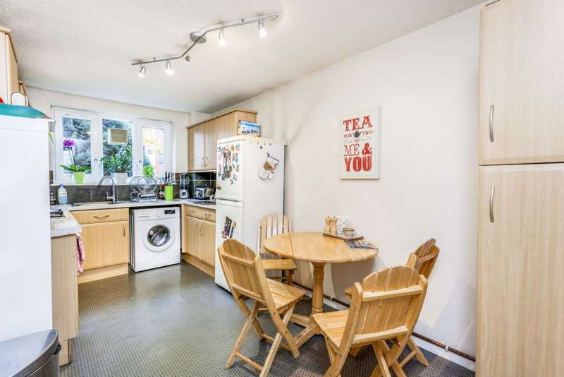 2 Bedrooms Ground Flat for sale in Smallwood Road, London SW17