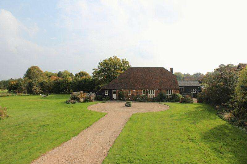 5 Bedrooms Detached House for sale in Paddock Wood