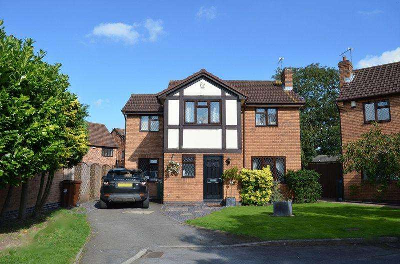 4 Bedrooms Detached House for sale in Lindisfarne Road, Syston