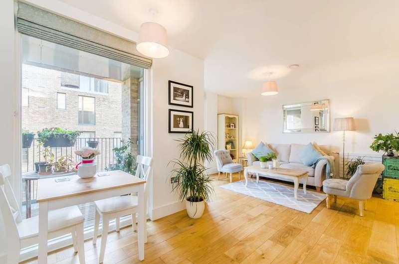 1 Bedroom Flat for sale in Narrowboat Avenue, Brentford, TW8