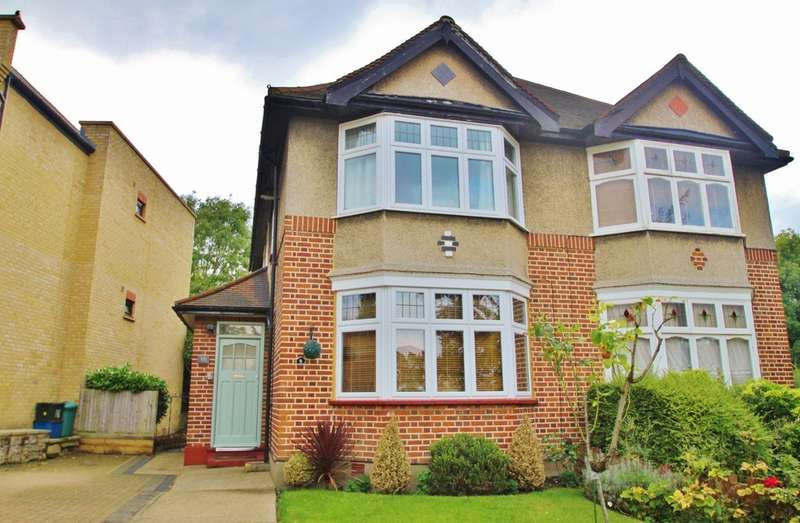 2 Bedrooms Maisonette Flat for sale in Green Walk, Woodford Green