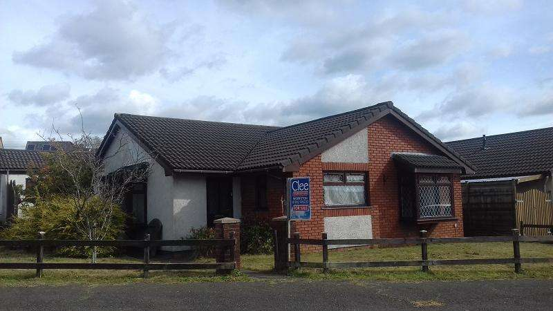 3 Bedrooms Bungalow for sale in Langer Way, Clydach, Swansea.