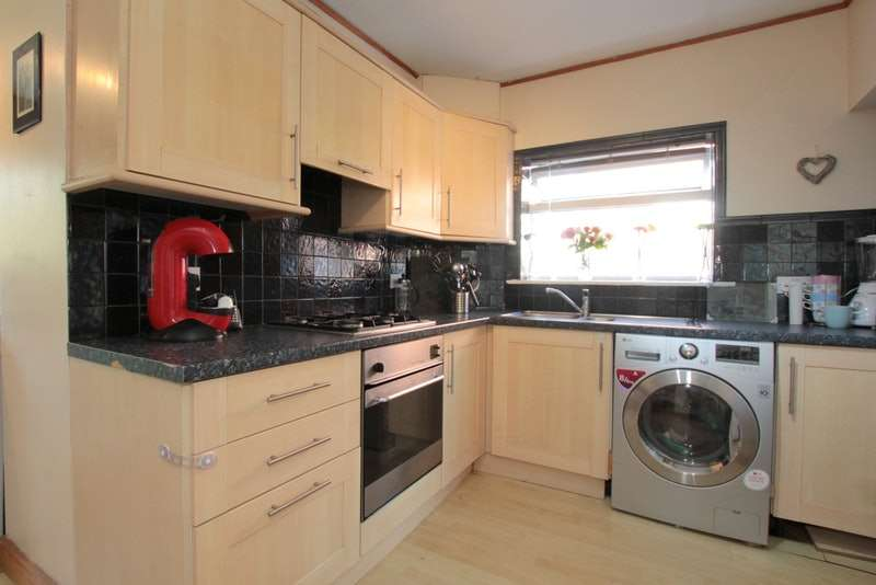 3 Bedrooms Semi Detached House for sale in The Oval, Leeds, West Yorkshire, LS14