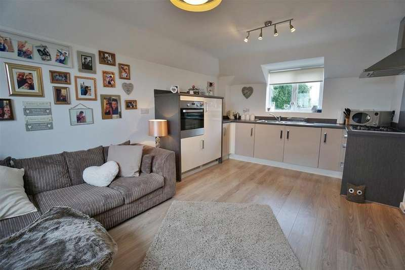 2 Bedrooms Apartment Flat for sale in Edward Drive, Clitheroe