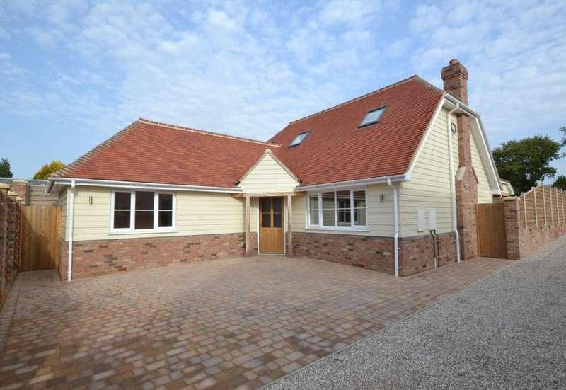 4 Bedrooms Chalet House for sale in Noak Hill Road, Billericay, Essex, CM12