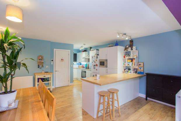 3 Bedrooms Bungalow for sale in Basingstoke, Hampshire