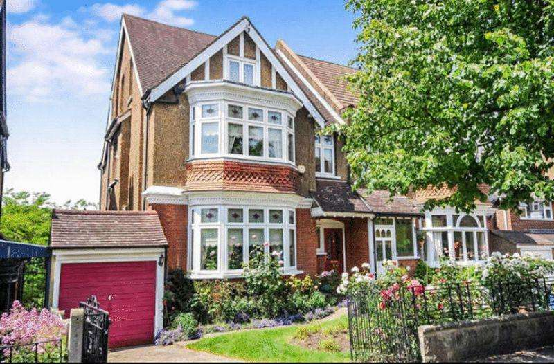 5 Bedrooms Semi Detached House for sale in Heathhurst Road, Sanderstead, Surrey