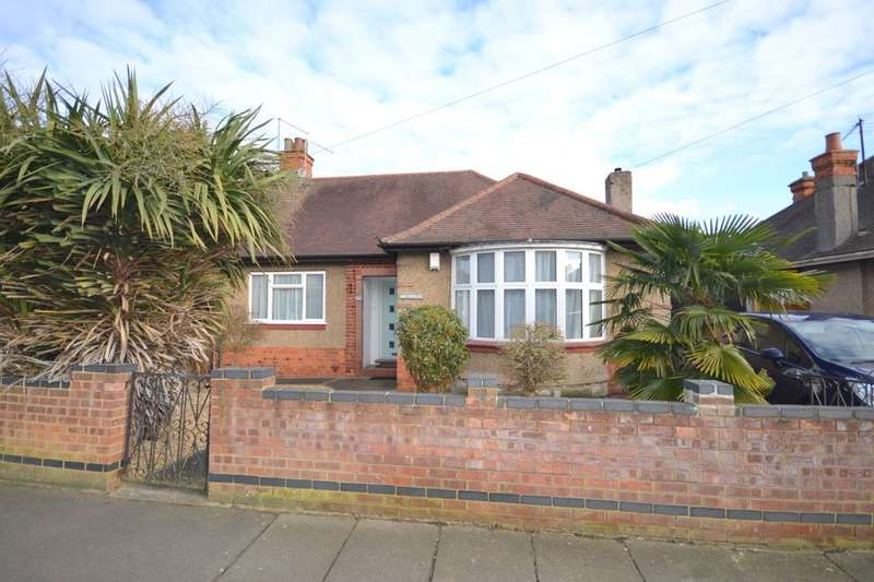 3 Bedrooms Semi Detached Bungalow for sale in Bush Hill, The Headlands, Northampton, NN3