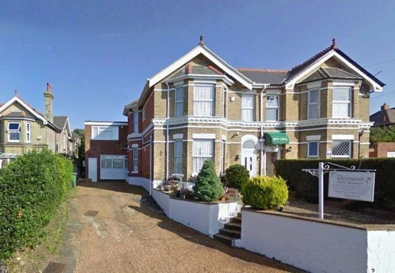 7 Bedrooms Semi Detached House for sale in Queens Road, Shanklin