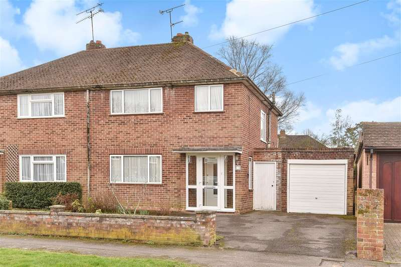 3 Bedrooms Semi Detached House for sale in Frensham Road, Crowthorne