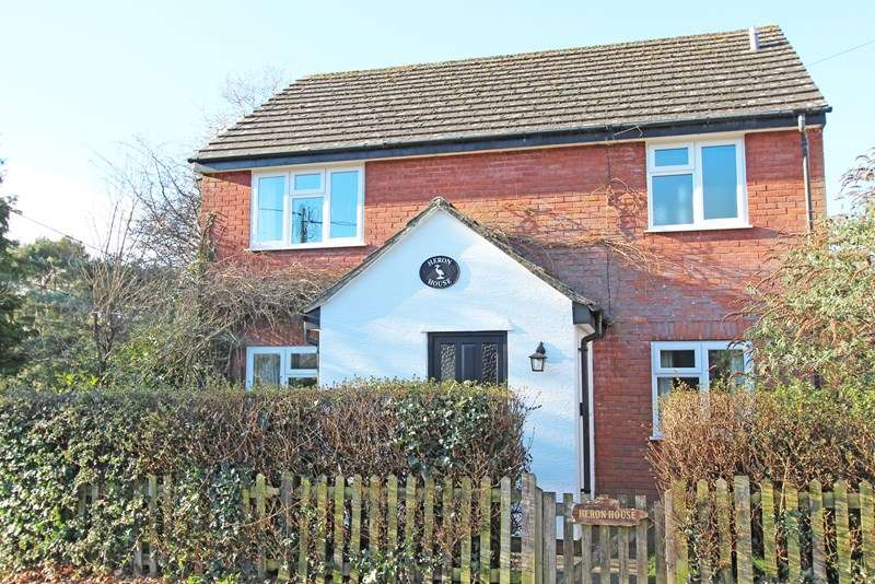 4 Bedrooms Detached House for sale in Station Road, Sway, Lymington