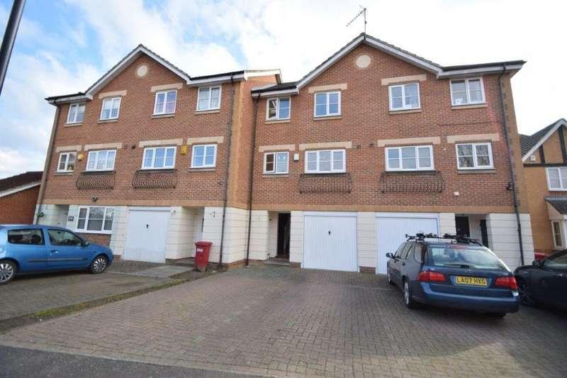 4 Bedrooms Terraced House for sale in Earls Lane, Cippenham, Slough, SL1