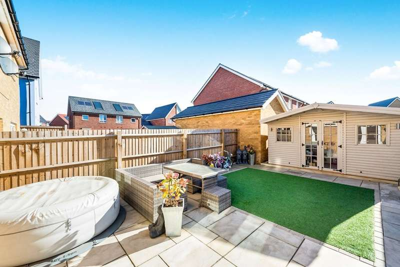 3 Bedrooms Semi Detached House for sale in Colburn Way, Woodside