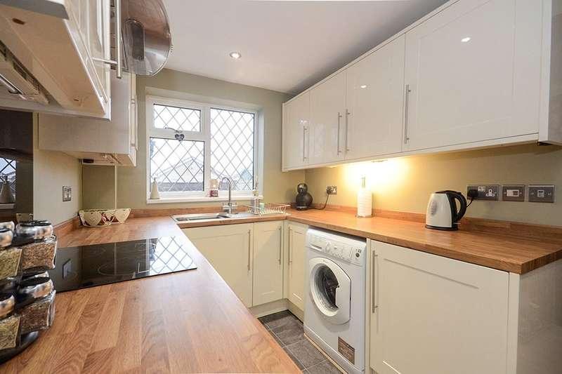 3 Bedrooms Detached House for sale in Oak Tree Lane, Haxby, York, YO32
