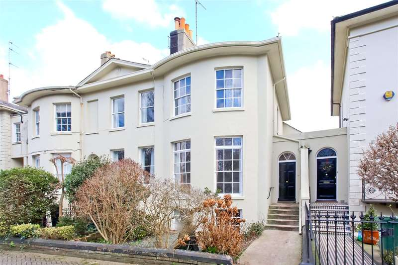 4 Bedrooms Terraced House for sale in Hanover Crescent, Brighton, East Sussex, BN2