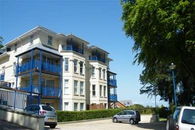 2 Bedrooms Property for rent in Higher Warberry Road, Torquay