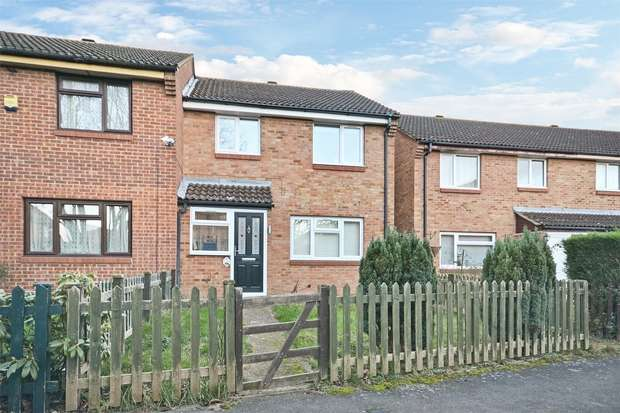 3 Bedrooms End Of Terrace House for sale in Moreau Walk, George Green, SLOUGH, Buckinghamshire