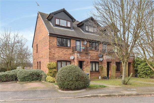 2 Bedrooms Maisonette Flat for sale in Maypole Road, Taplow, Maidenhead