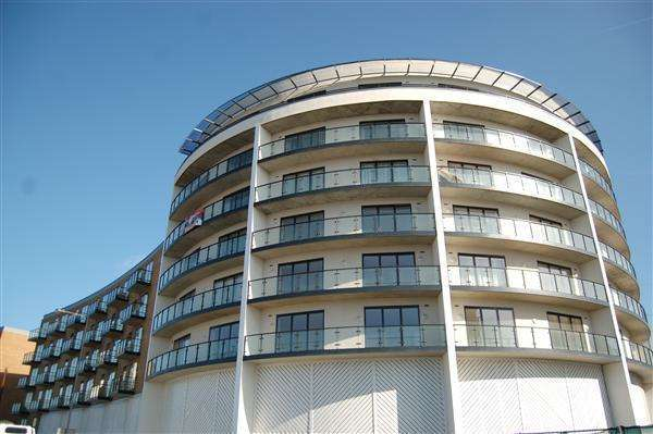 2 Bedrooms Apartment Flat for sale in Reed House, 21 Durnsford Road, Wimbledon
