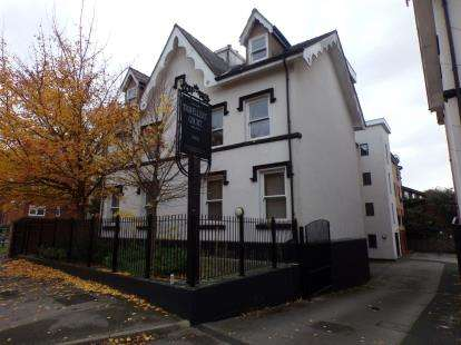 2 Bedrooms Flat for sale in Travellers Court, 15 Aigburth Vale, Liverpool, Merseyside, L17