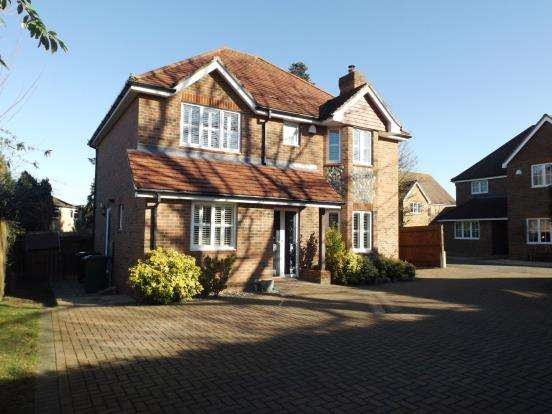 4 Bedrooms Detached House for sale in Oakley, Hampshire