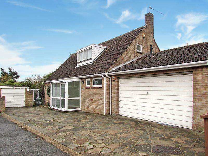 4 Bedrooms Detached Bungalow for sale in Links View, West Dartford