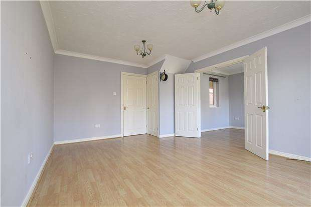 3 Bedrooms Terraced House for sale in Bluebell Close, Rush Green, ROMFORD, RM7 0XN