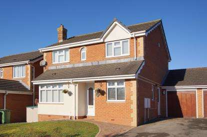 4 Bedrooms Detached House for sale in Kingfisher Close, Bradley Stoke, Bristol, South Gloucestershire