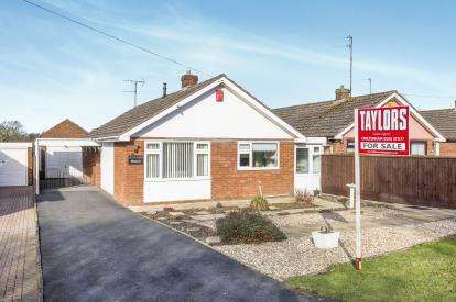 2 Bedrooms Bungalow for sale in Hyde Lane, Swindon Village, Cheltenham, Gloucestershire