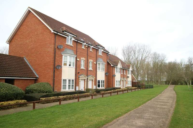 3 Bedrooms Apartment Flat for rent in Woodall Close, Middleton
