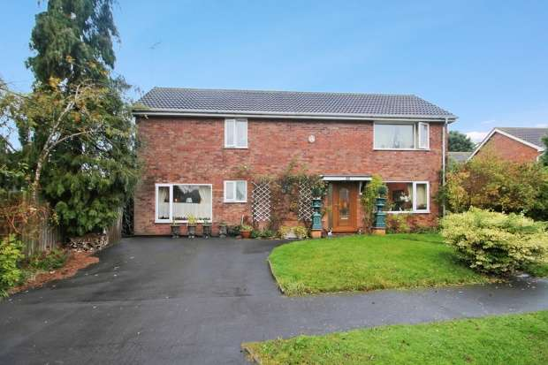 3 Bedrooms Detached House for sale in Oakwood Grove, Warwick, Warwickshire, CV34 5TD